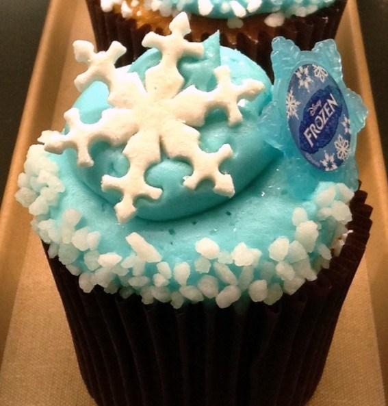 Frozen-Cupcake-571x625