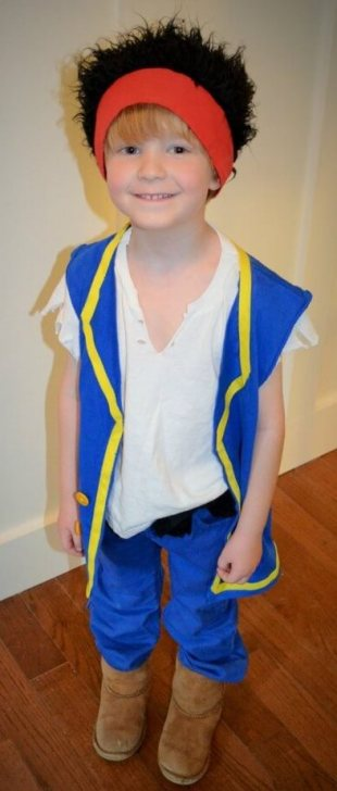 diy-jake-and-the-never-land-pirates-halloween-costume-707x1024